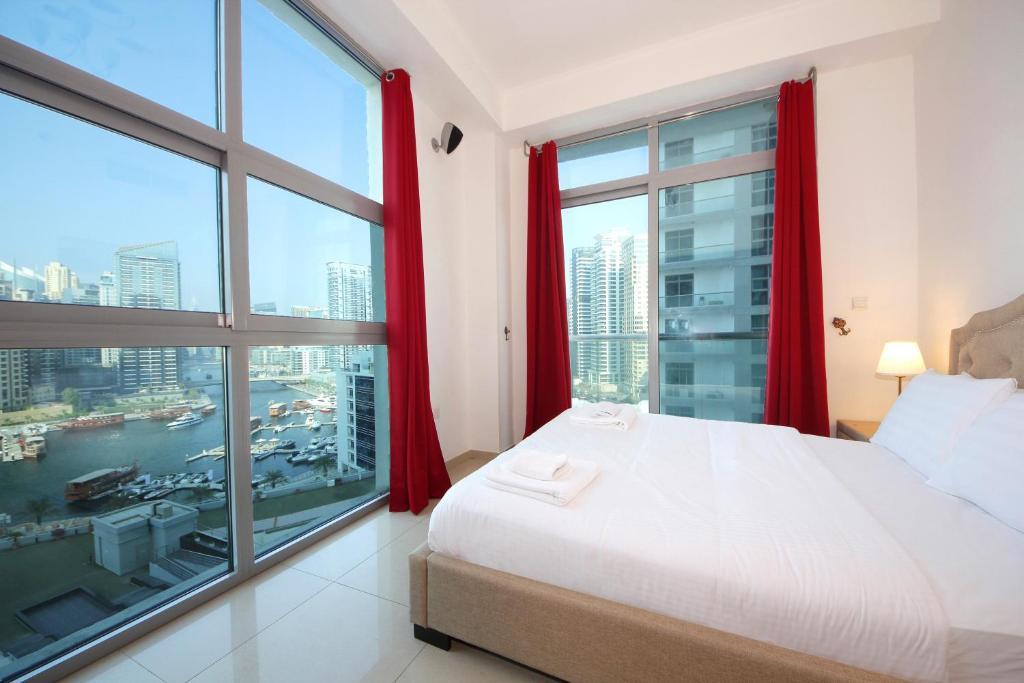 Signature Holiday Homes Luxury 2 Bedroom Apartment Marina Dec Tower Dubai Uae Booking Com
