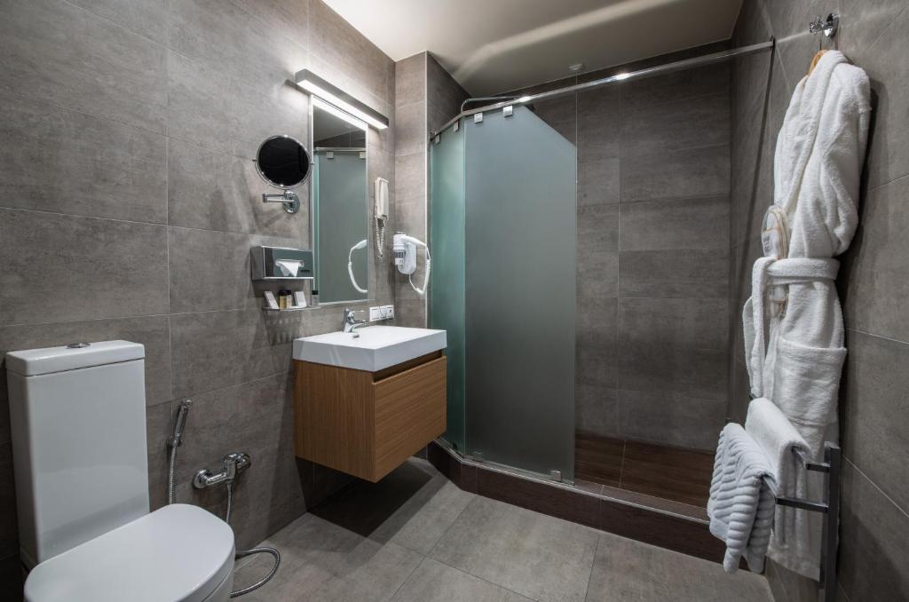 Ванная комната в Opera Suite Hotel