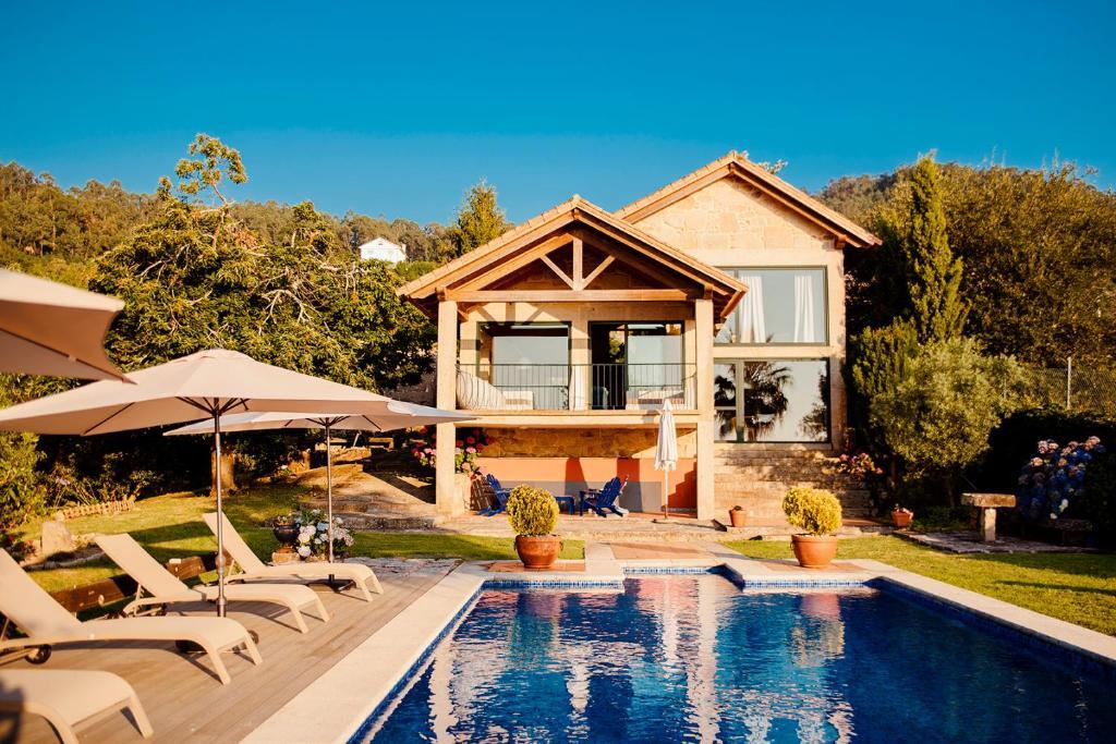 Piscina en o cerca de Bosque de Xarás, casa completa con encanto