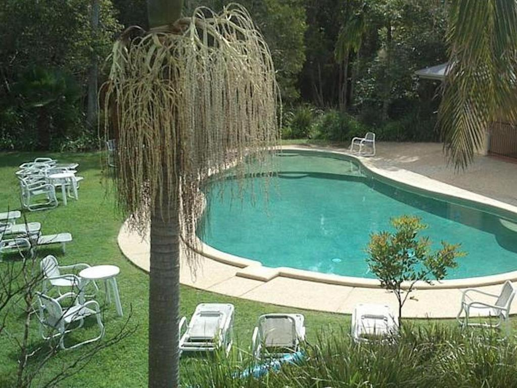 The swimming pool at or close to Treetops Lakeside Apartments