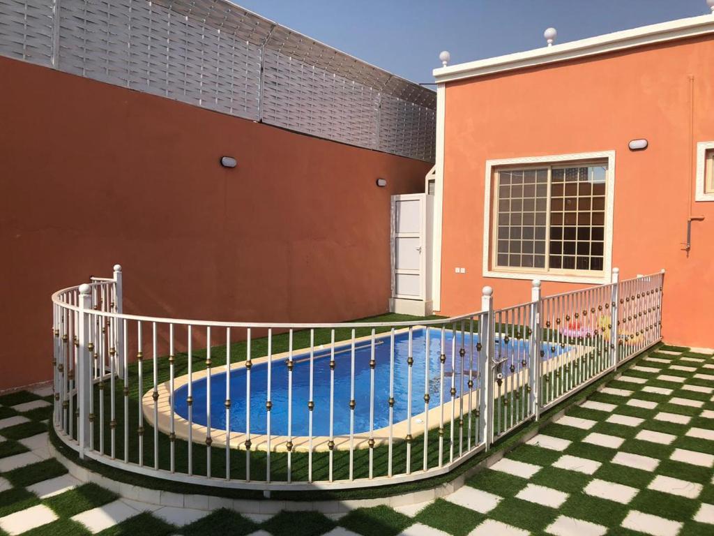 A piscina localizada em شاليه ارام جده ou nos arredores