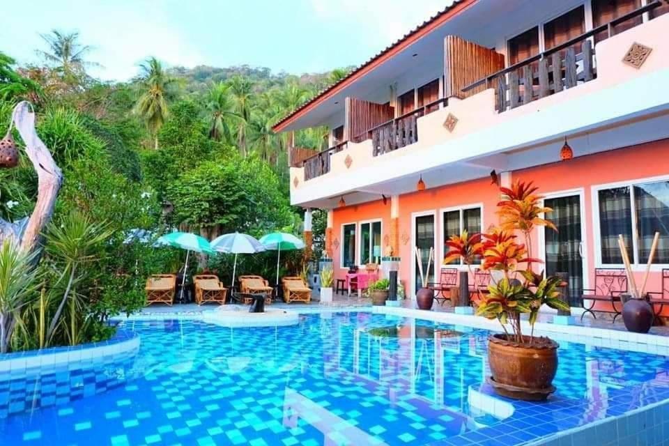 Het zwembad bij of vlak bij Sairee View Resort