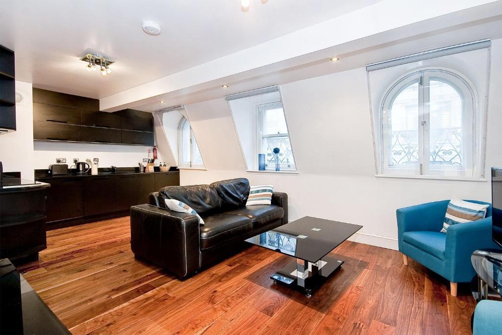 A seating area at Apartment 4, 48 Bishopsgate