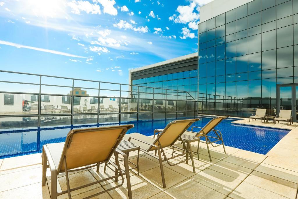 The swimming pool at or near TRYP By Wyndham Ribeirão Preto