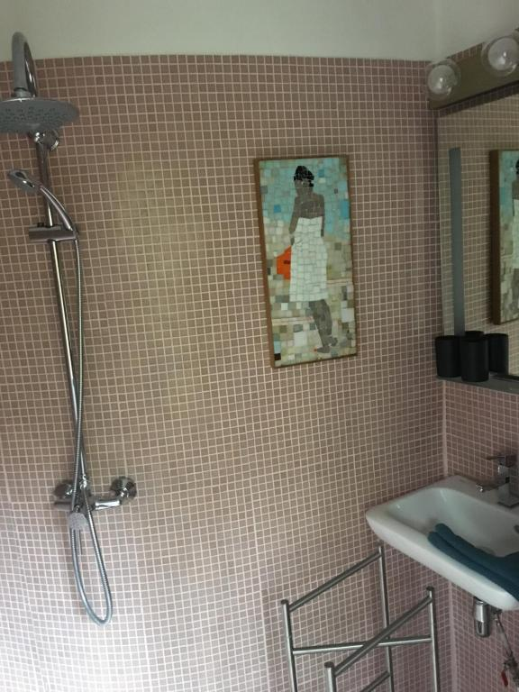 A bathroom at Le 66