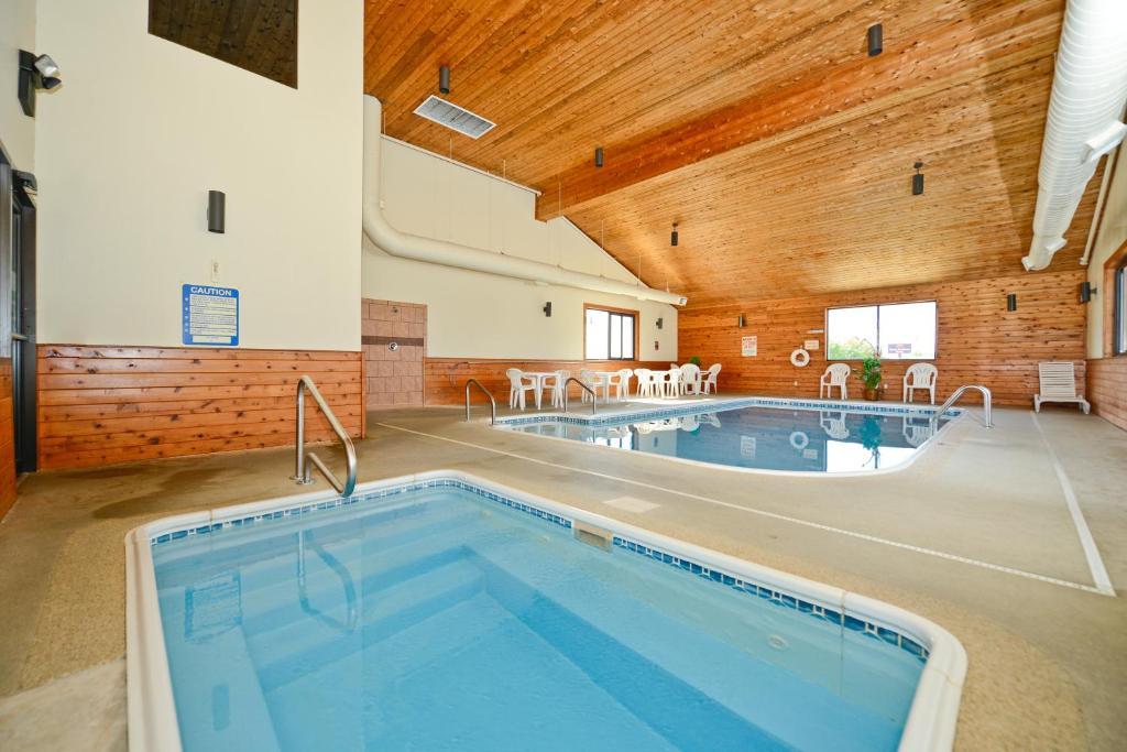 The swimming pool at or near Americas Best Value Inn Ozark