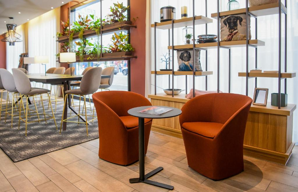 The lounge or bar area at Aparthotel Adagio Muenchen City