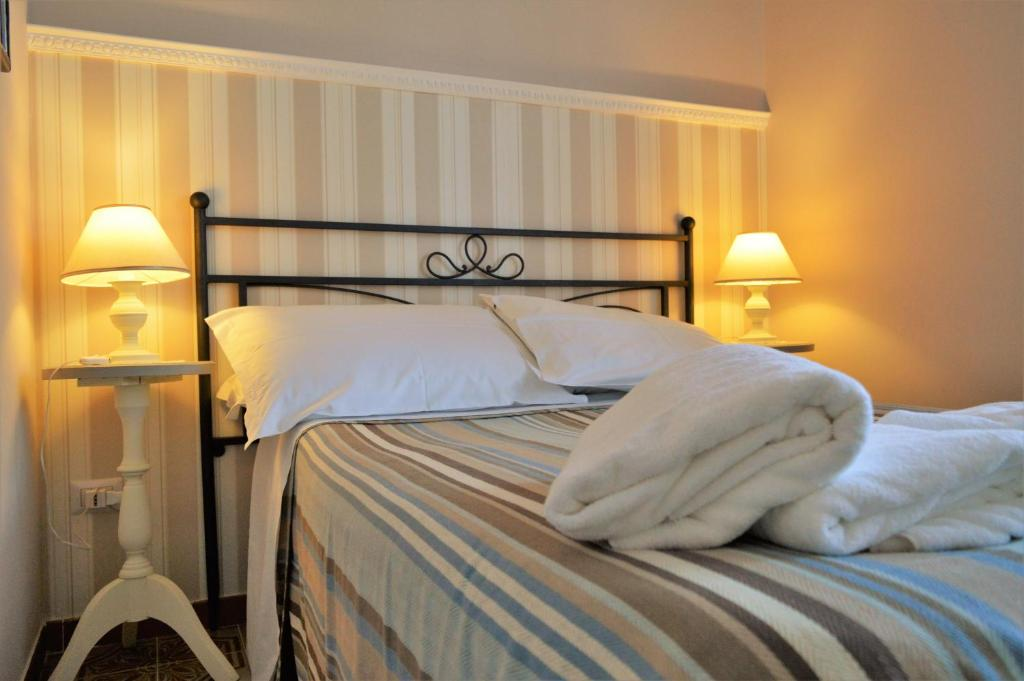 A bed or beds in a room at B&B Al Golfo