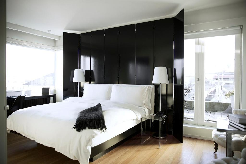 A bed or beds in a room at 101 Hotel, a Member of Design Hotels
