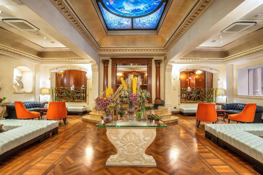 Лобби или стойка регистрации в River Palace Hotel