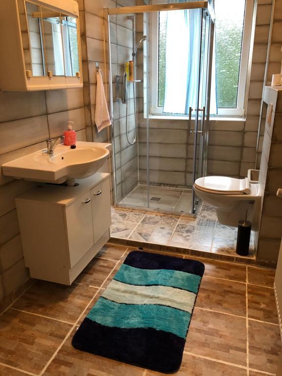 A bathroom at Misha,s Place