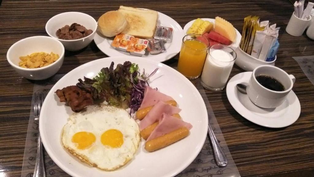 Breakfast options available to guests at Princeton Bangkok
