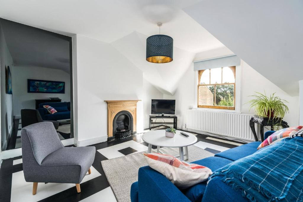 A seating area at NEW Amazing 1 Bedroom Flat in Trendy Highbury