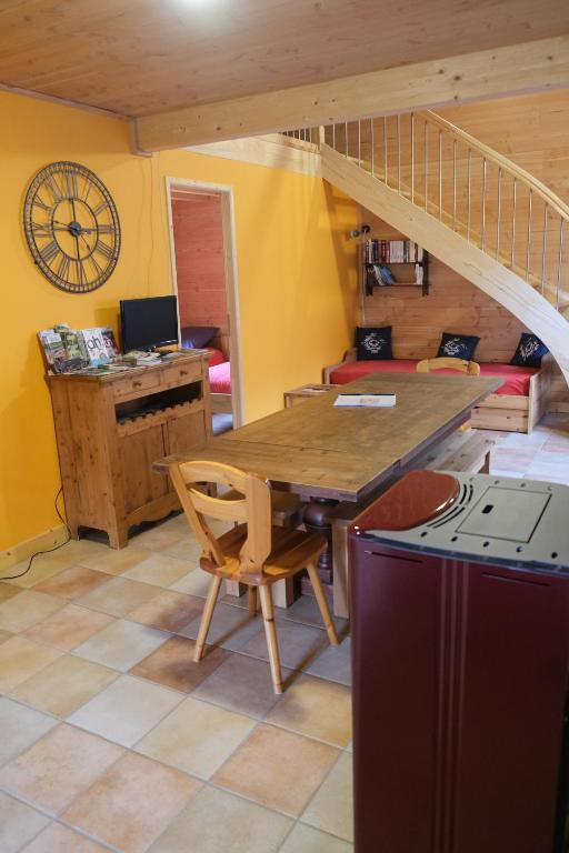 A kitchen or kitchenette at Gîte Le Corral