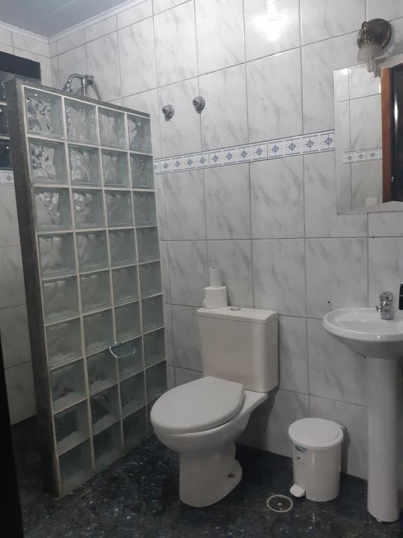 A bathroom at Cumbipar King Hotel