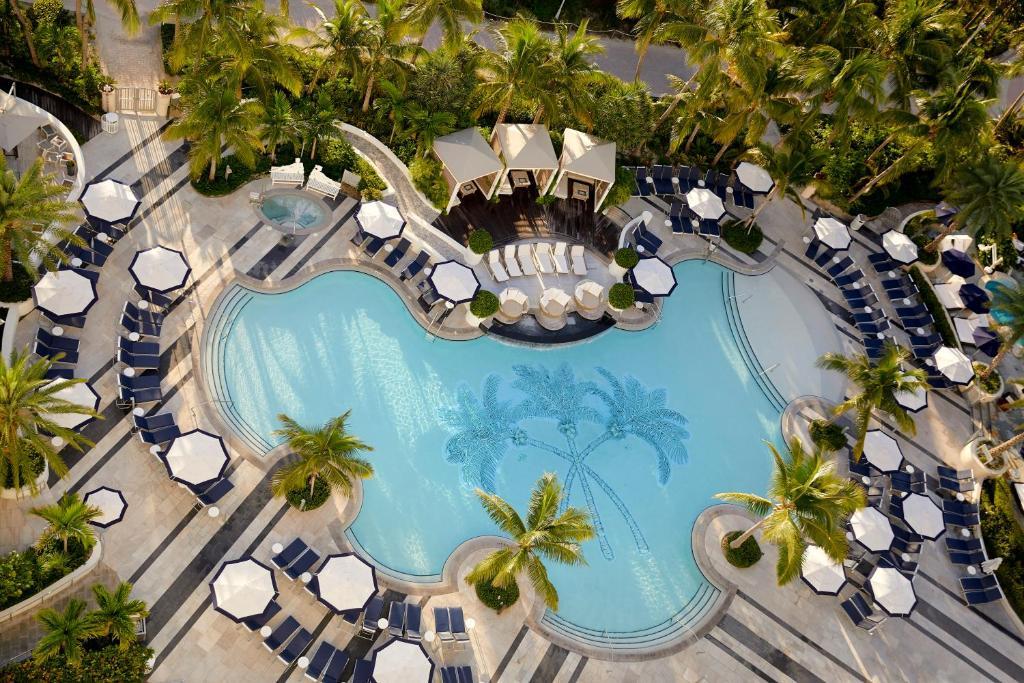 Utsikt över poolen vid Loews Miami Beach Hotel eller i närheten