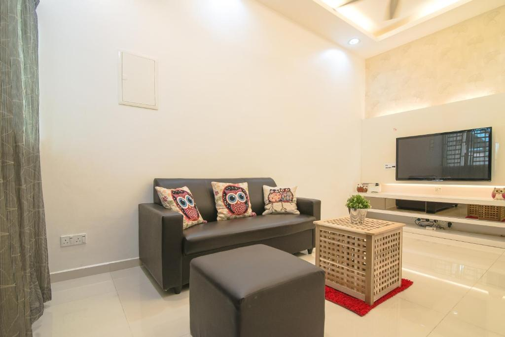 A seating area at Landed Cozy House Near SPICE, Airport