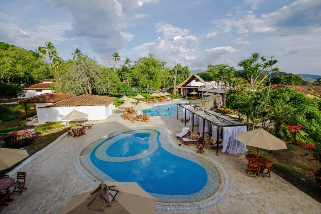 A view of the pool at Hotel la Ardilla de Santa Fe or nearby