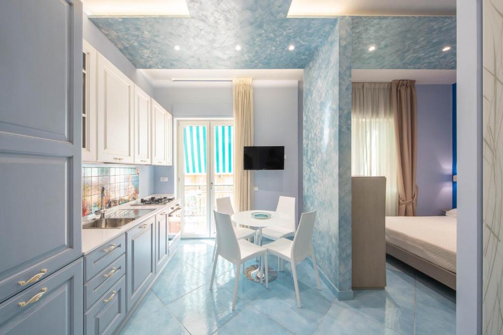 A kitchen or kitchenette at La Casa del Poeta - Appartamento Ravello