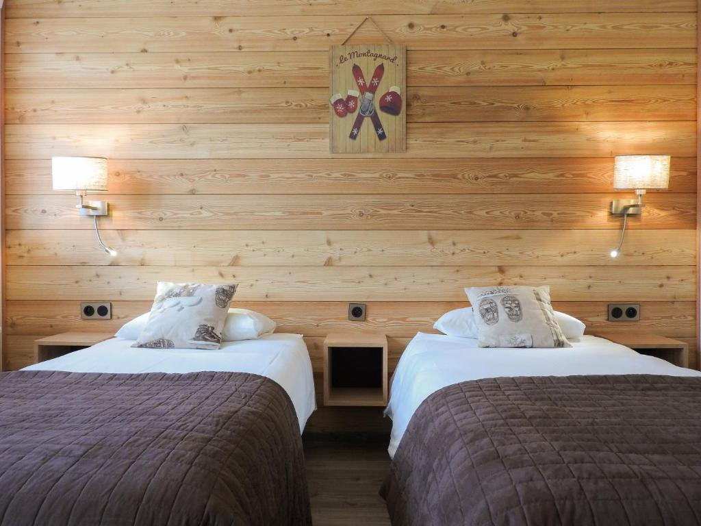 A bed or beds in a room at Logis Le Vernay