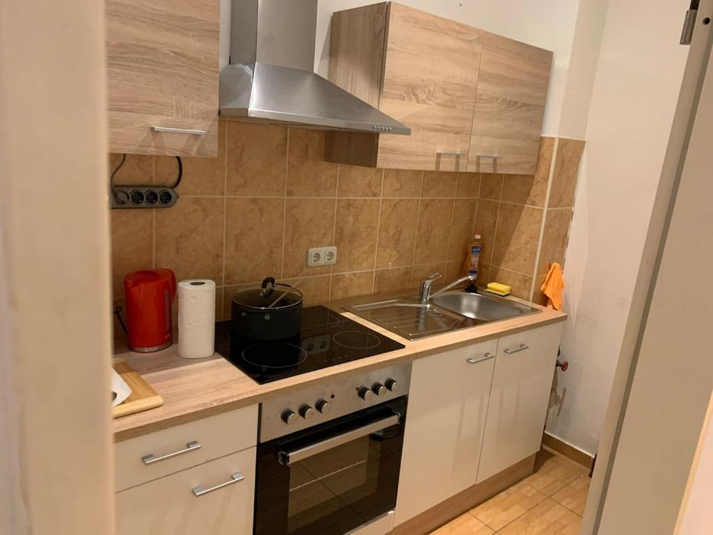A kitchen or kitchenette at Aachen EG, Apartment - Wohnung, 2 Zimmer