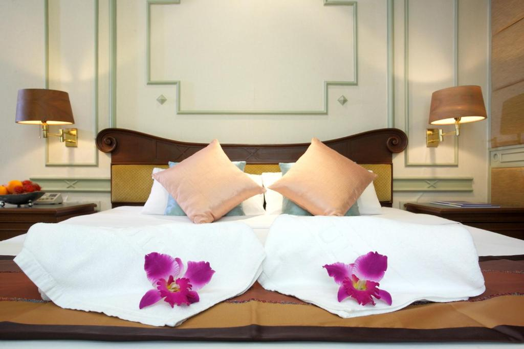 A bed or beds in a room at Majestic Suites Hotel