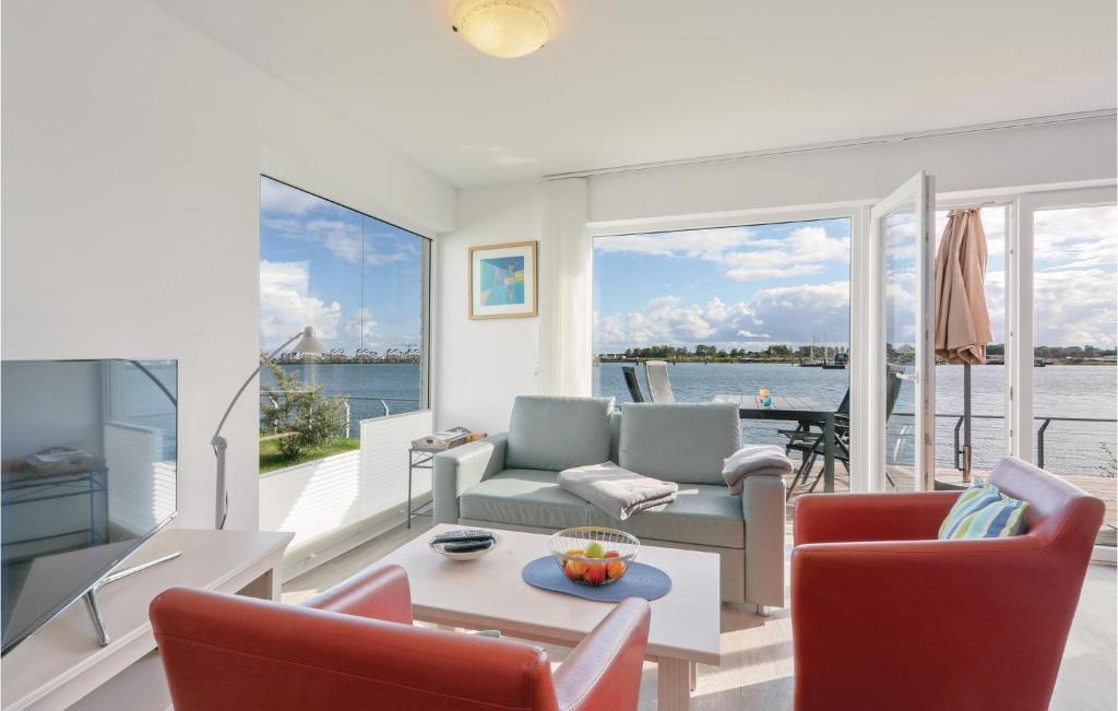 Ein Sitzbereich in der Unterkunft Two-Bedroom Apartment with Sea View in OstseeResort Olpenitz