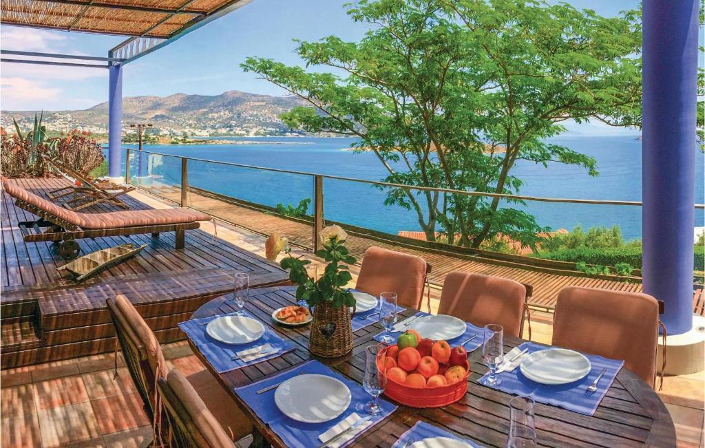Five-Bedroom Apartment in Porto Rafti, ATTIKI