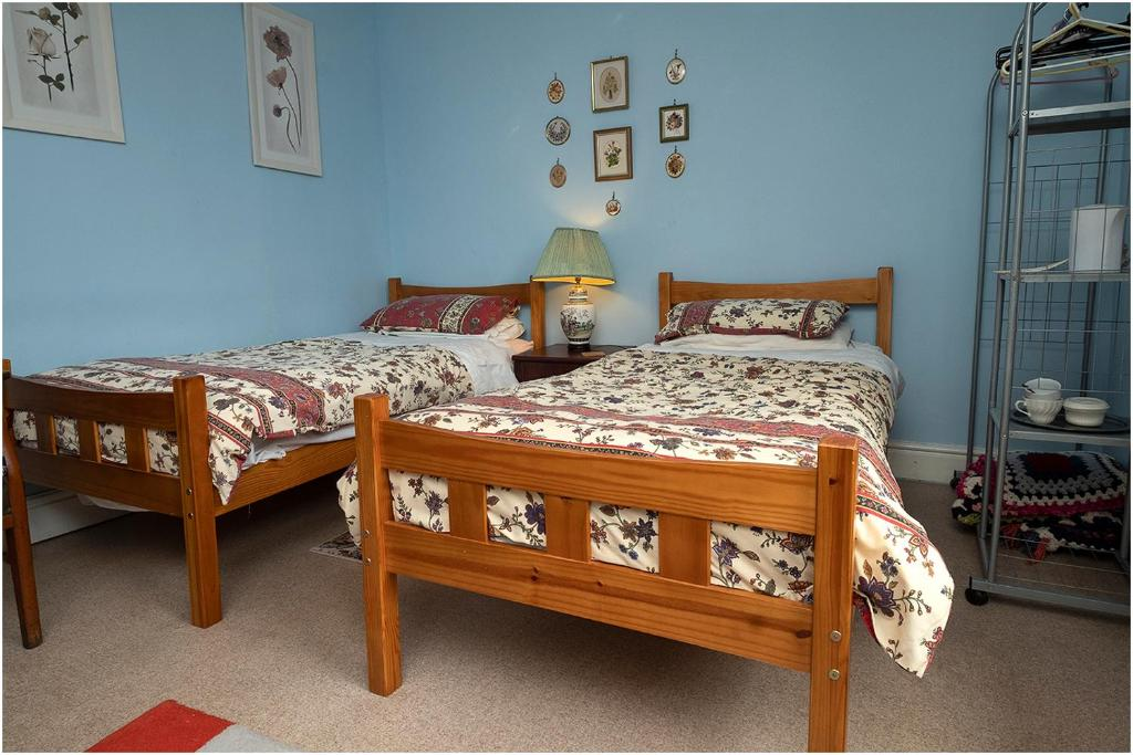 A bed or beds in a room at Beulah Villa