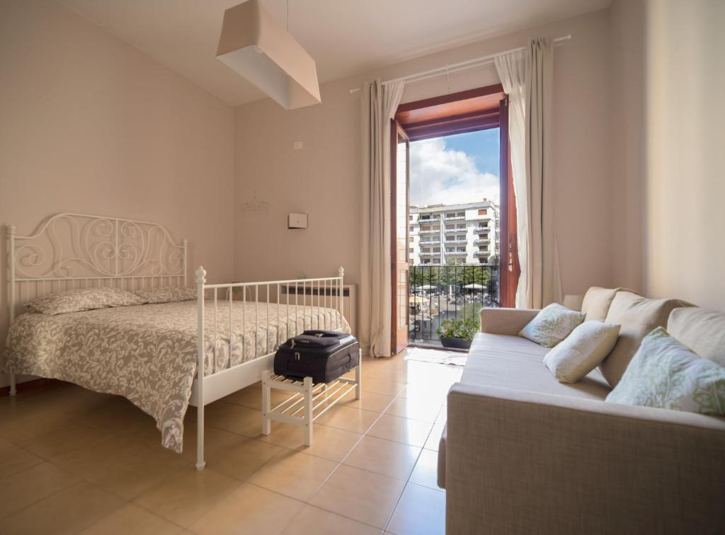 A seating area at Bed And Travel Apartment Via Roma 16