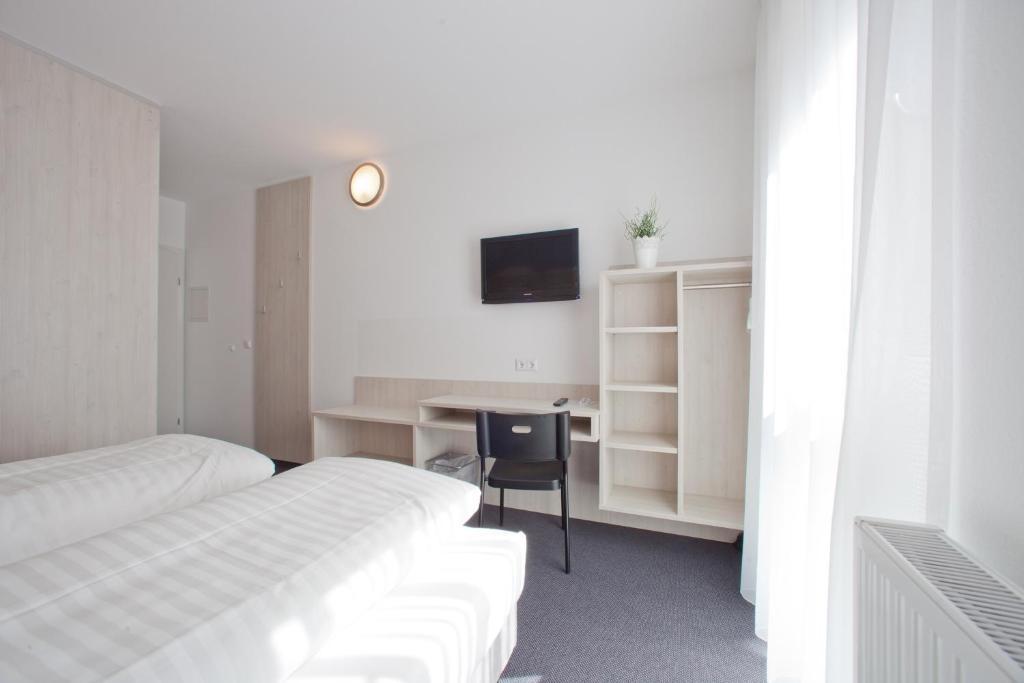 Кровать или кровати в номере Motel Hohenems