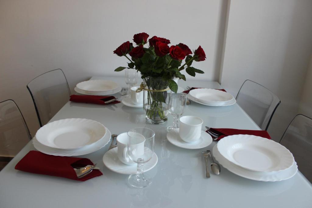Restauracja lub miejsce do jedzenia w obiekcie Apartament Weronika