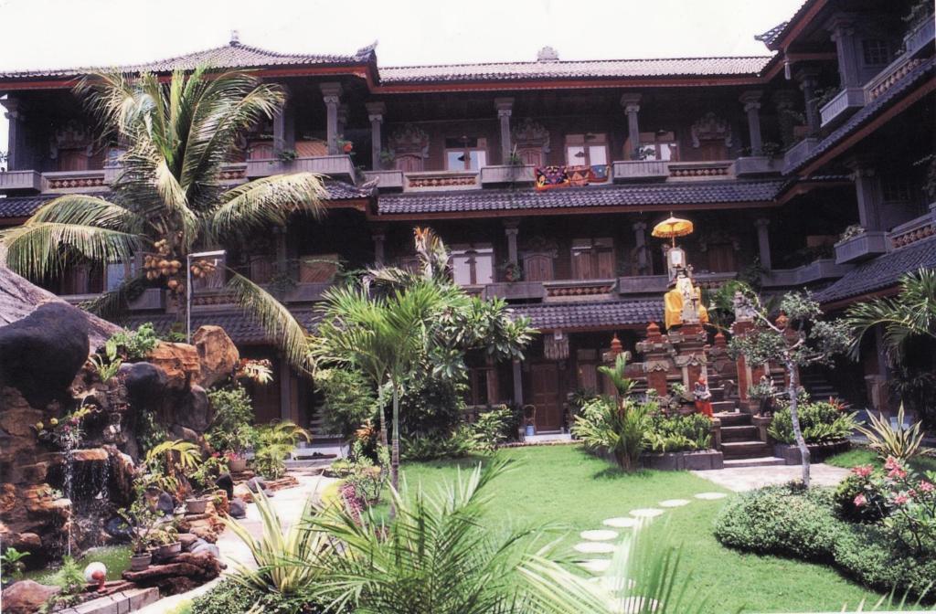 A garden outside Hotel Sorga Cottages