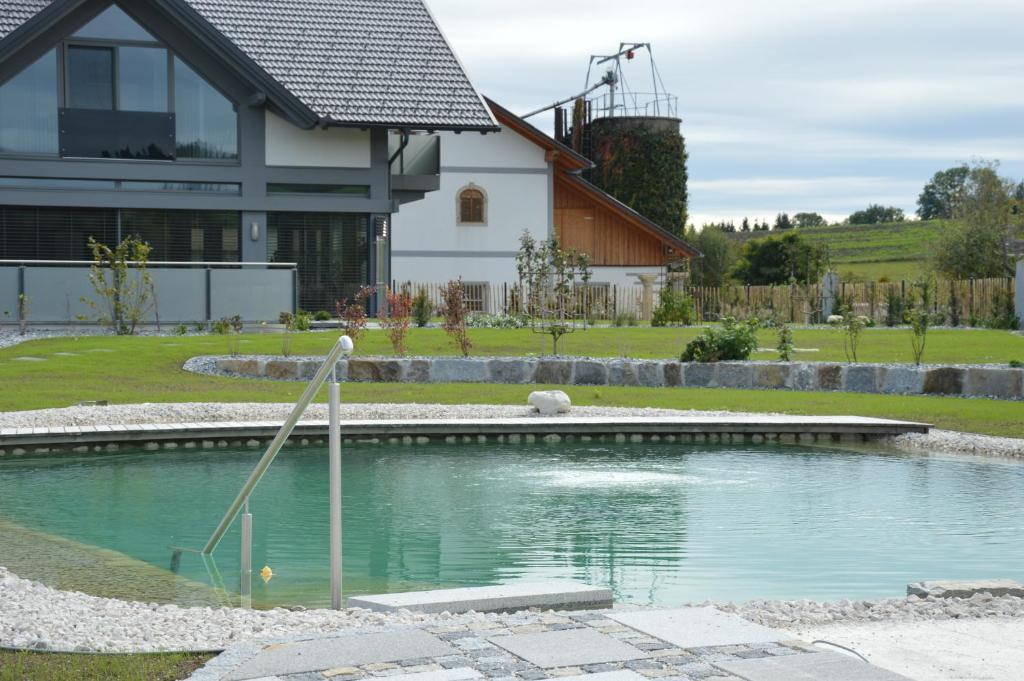 Der Swimmingpool an oder in der Nähe von Schnatterhof