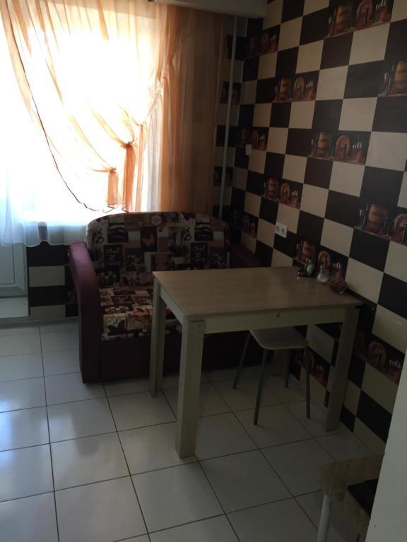 Гостиная зона в апартамент у Роял Марин