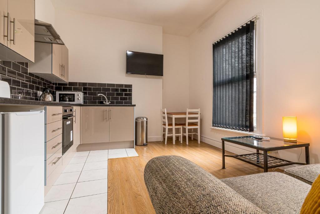 A kitchen or kitchenette at PLATFORM Fishing Quarter Apartment 2