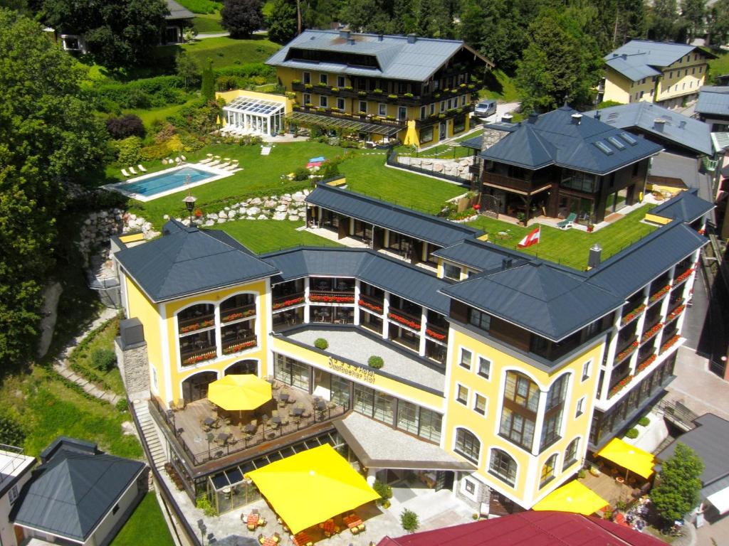 Een luchtfoto van Hotel Saalbacher Hof