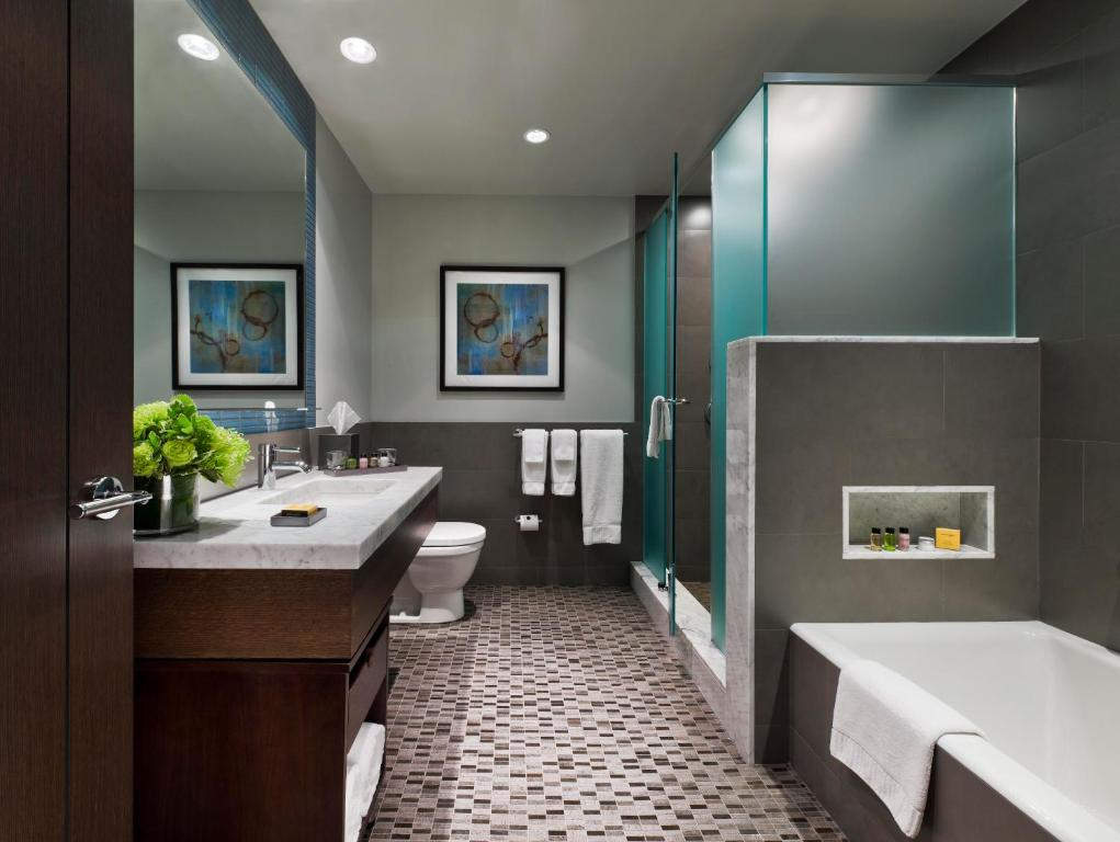 A bathroom at The Pearl Hotel