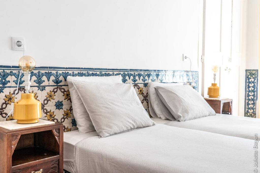 A bed or beds in a room at Azulejos Cais Sodré B&B