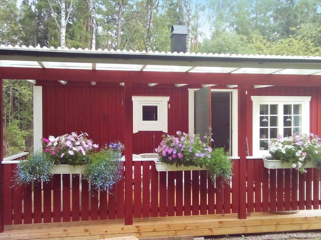 Linneryd to Växjö - 3 ways to travel via line bus, taxi, and car