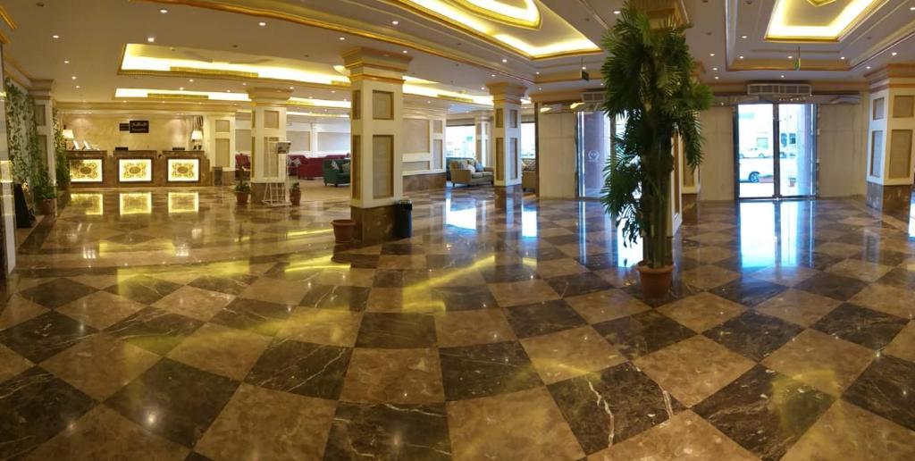 A piscina localizada em Qasr Al Khalij Hotel ou nos arredores