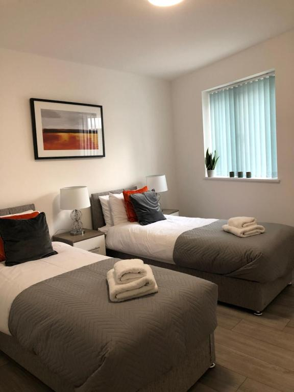 A bed or beds in a room at Pristine Luton Apartment