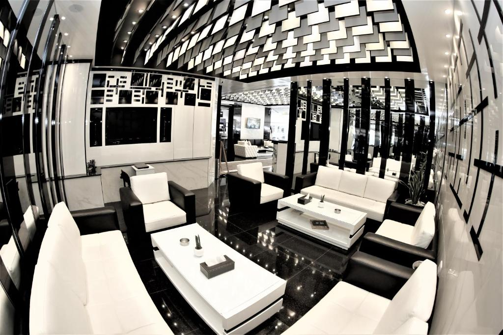 A restaurant or other place to eat at Beverly Hotel Beirut