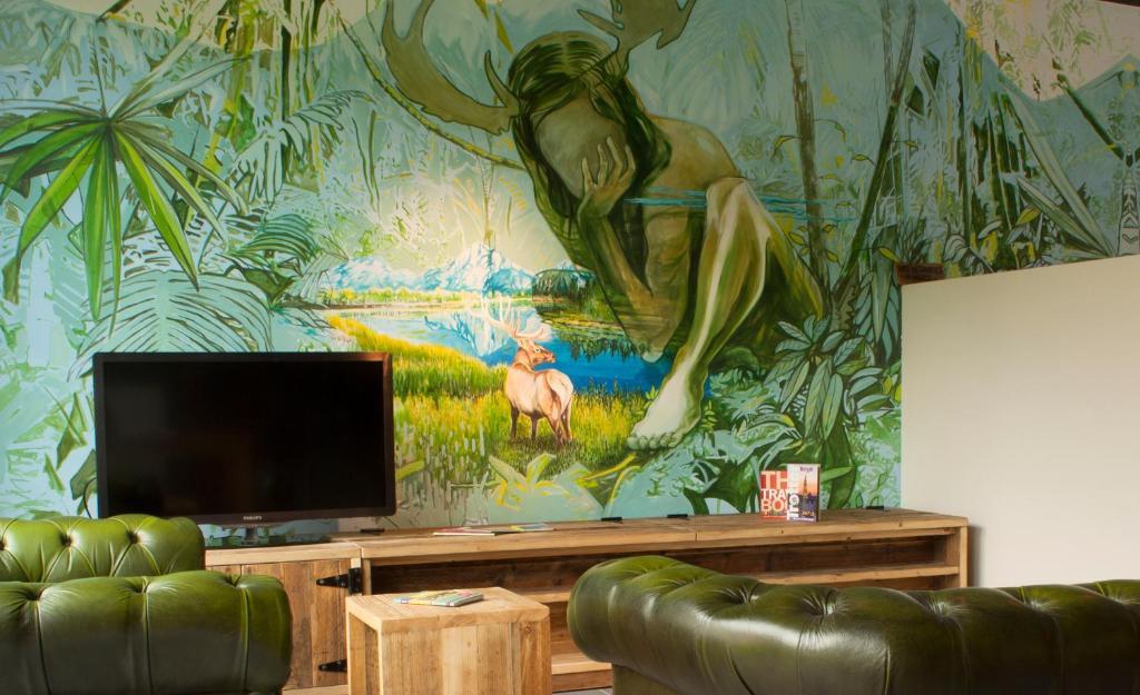 Een TV en/of entertainmentcenter bij KaBa Hostel