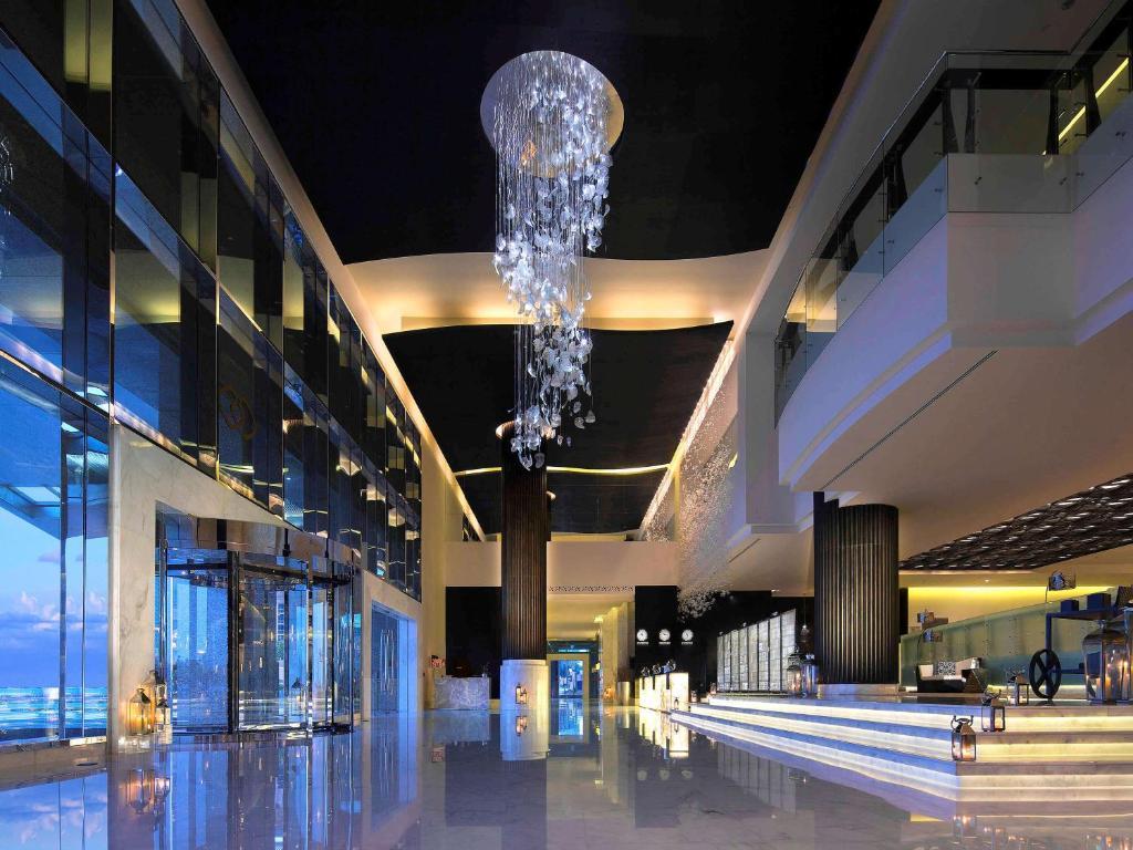 Бассейн в Sofitel Abu Dhabi Corniche или поблизости