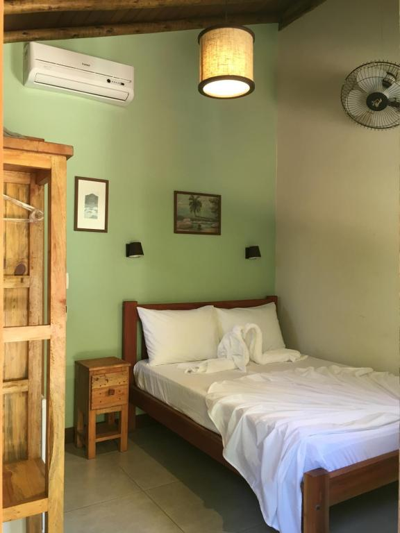 A bed or beds in a room at Pousada Albatroz