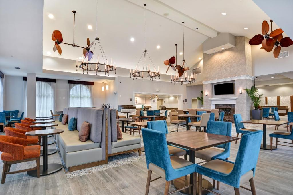 A restaurant or other place to eat at Homewood Suites by Hilton Lake Buena Vista