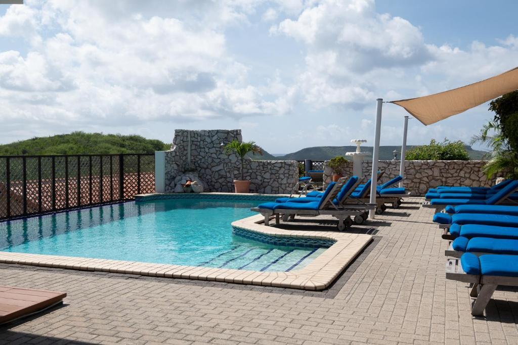 Het zwembad bij of vlak bij The Natural Curacao