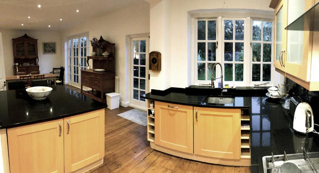 A kitchen or kitchenette at Westcombe Park