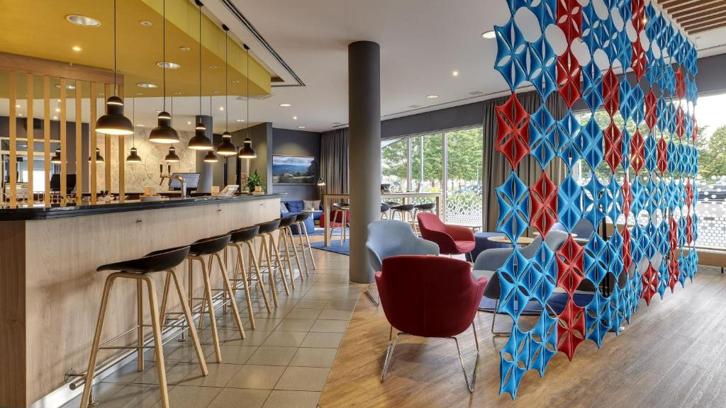 Holiday Inn Express COLOGNE - MUELHEIM - Laterooms